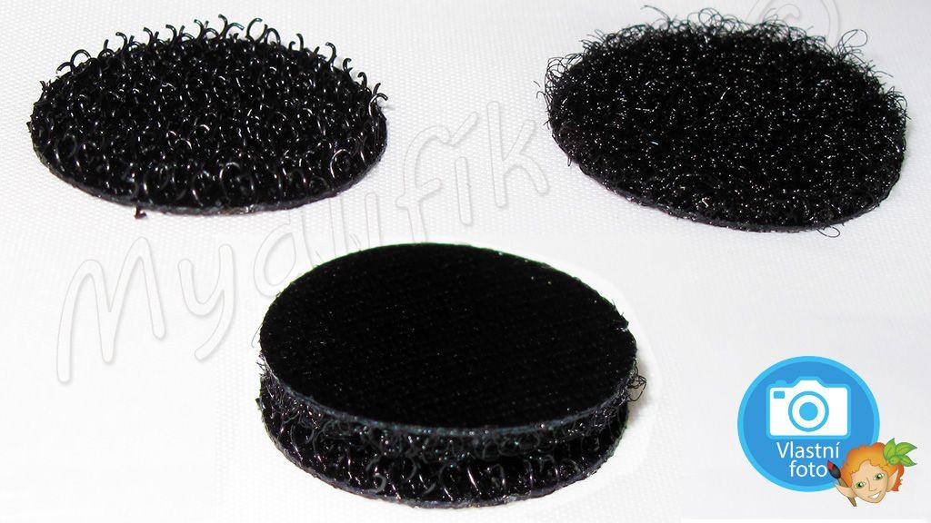 Samolepící suchý zip - černé a bílé puntíky